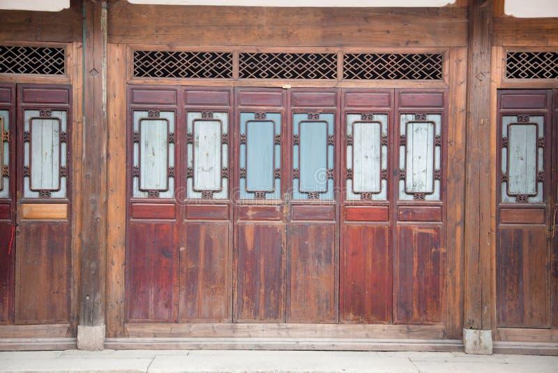 закрытая дверь деревянная стоковая фотография