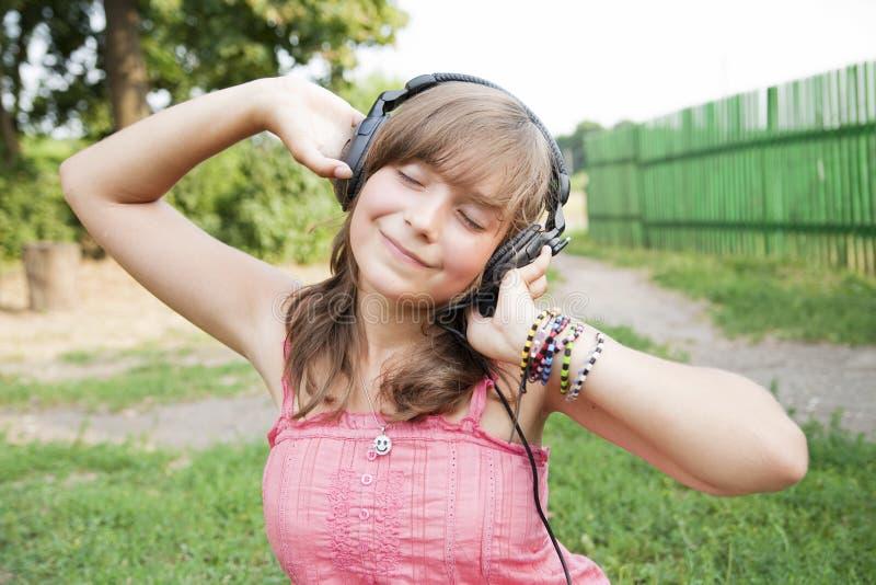 Download закрытая девушка глаз подростковая Стоковое Изображение - изображение насчитывающей радостно, жизнерадостно: 18392813