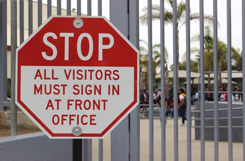 Закрытая концепция кампуса средней школы стоковые фотографии rf