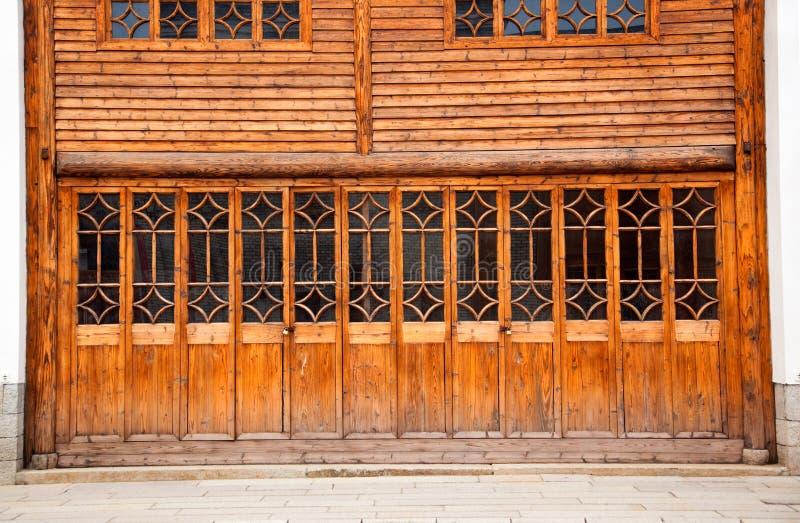 закрытая стена двери деревянная стоковое изображение rf