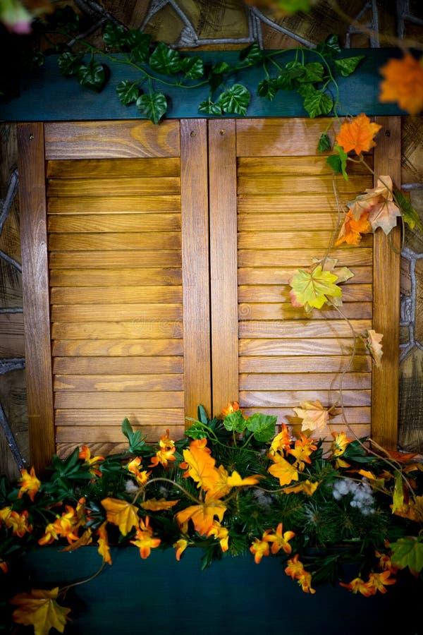 закрытое окно деревянное стоковое изображение