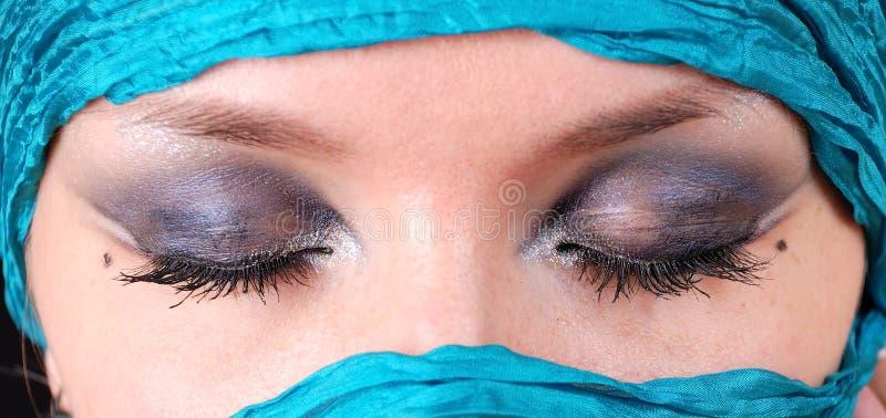 закрытые восточные глаза делают s вверх по женщине стоковое фото