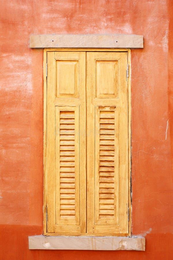 Закрытые деревянные окна стоковая фотография rf