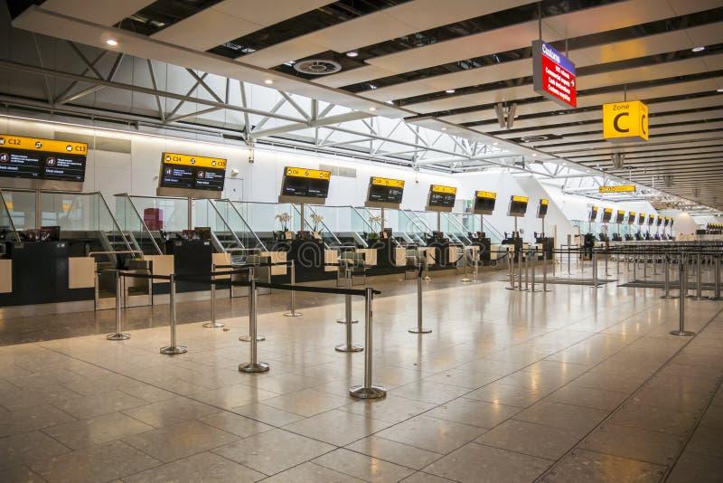 Закрытый авиапорт проверяет внутри столы стоковые фотографии rf