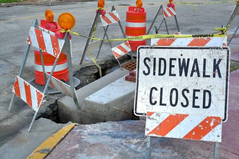 закрытый знак тротуара стоковые изображения