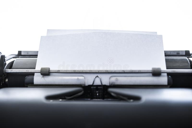 Закрыть вид на старую школьную пишущую машинку Пространство для текста стоковое изображение