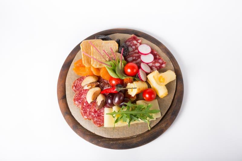 Закуска вина на деревянной доске стоковая фотография