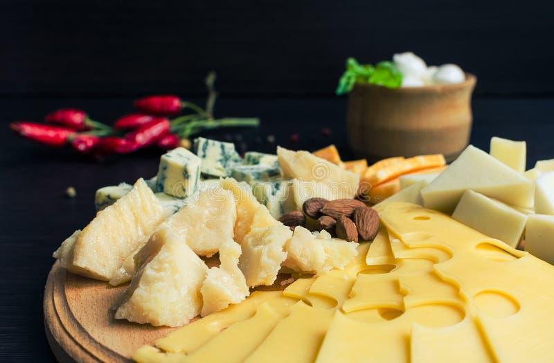 закуска вкусная Плита сыра стоковая фотография rf