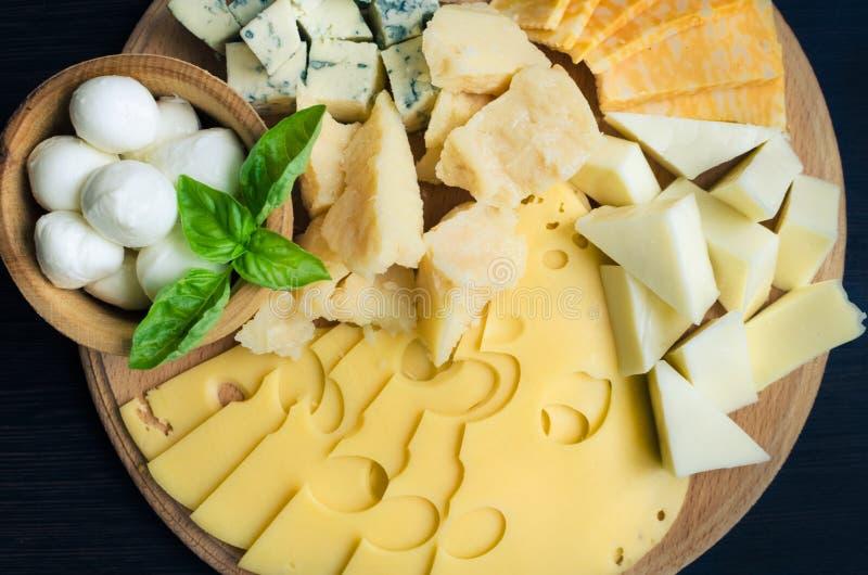 закуска вкусная Плита сыра стоковые фотографии rf