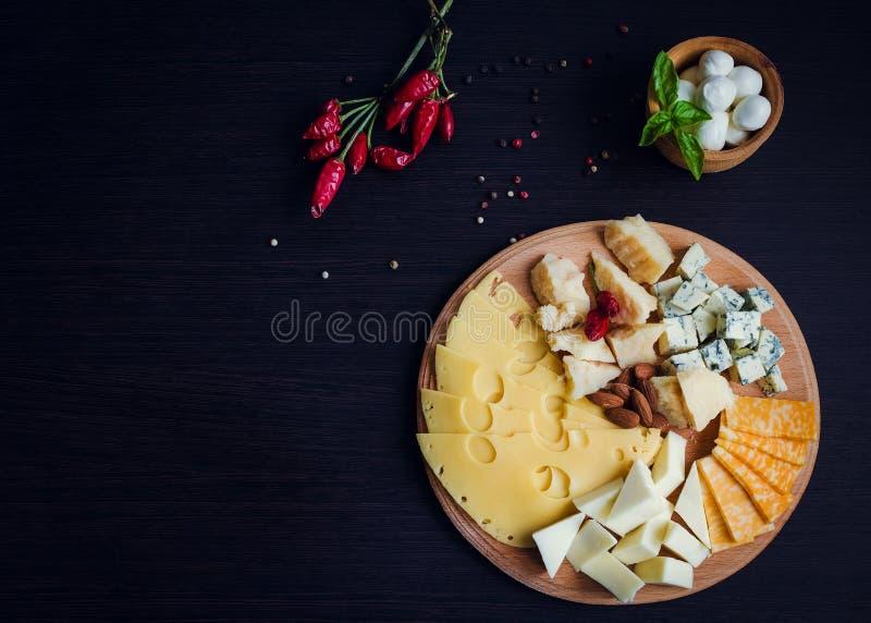 закуска вкусная Плита сыра стоковая фотография