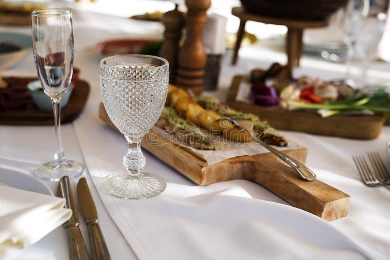 Закуски на таблице банкета стоковое изображение