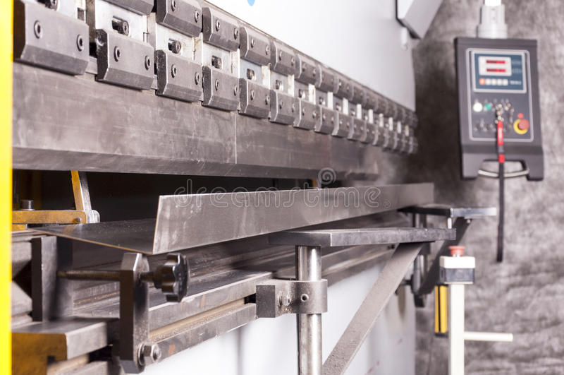 заклепка орудийного металла аппликатора заклепывает мастерскую стоковая фотография