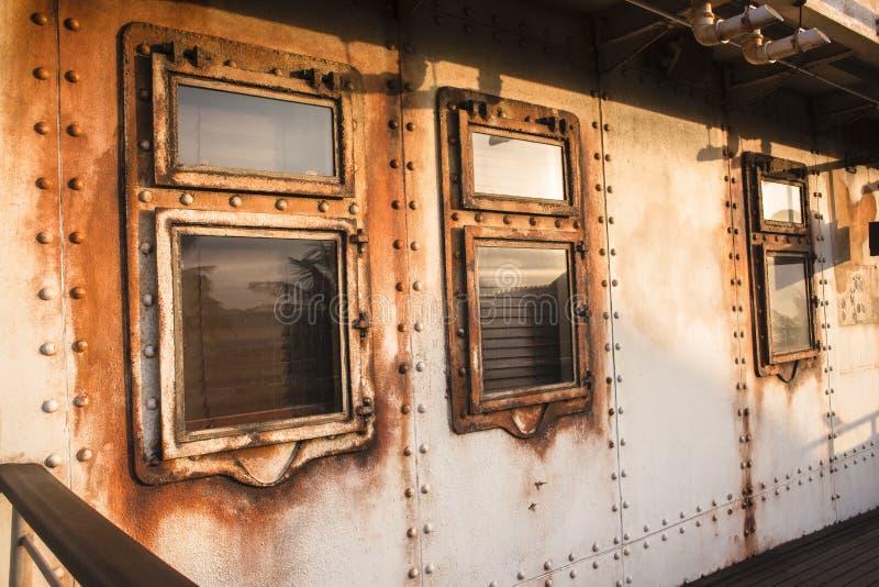 Заклепки иллюминатора кабины корабля стоковая фотография rf