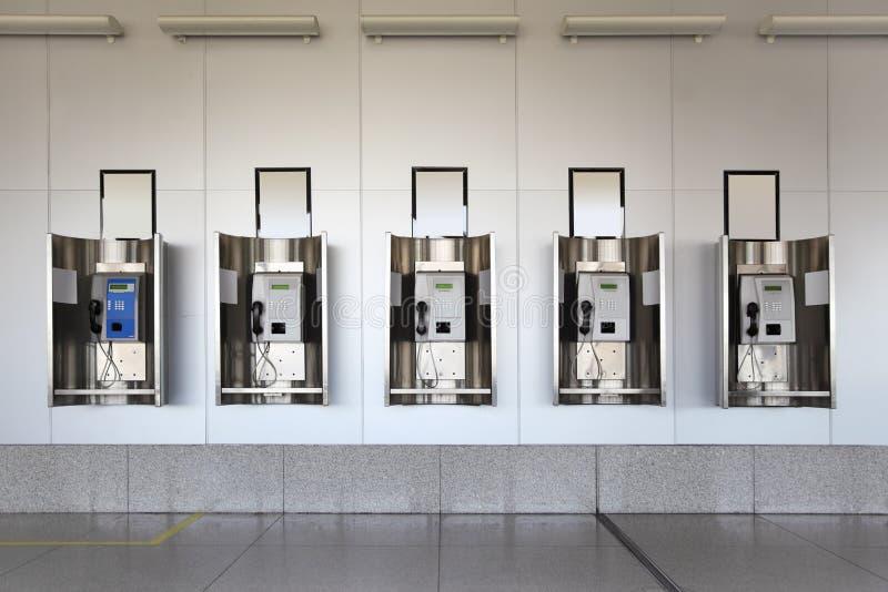 зала гранита пола знонит по телефону публике стоковые фотографии rf