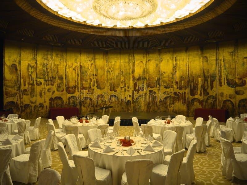 Зала конференции золотая стоковые изображения rf