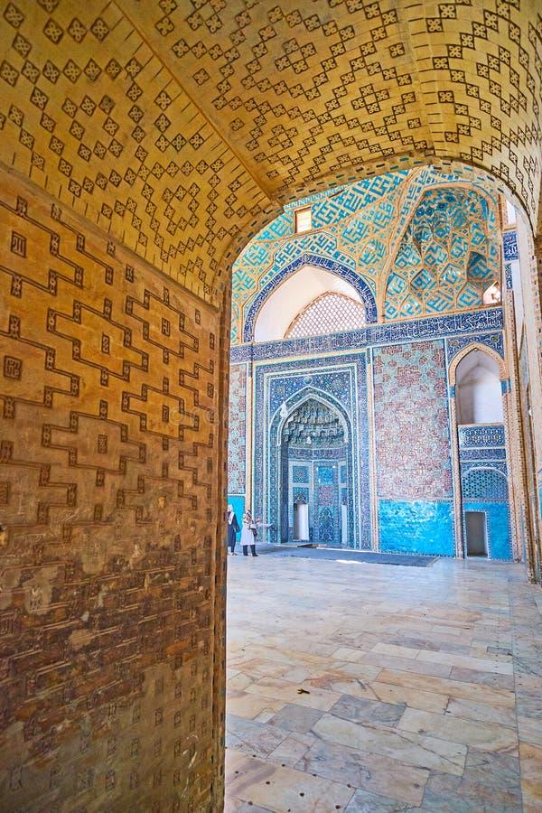 Зала молитве мечети через свод, Yazd пятницы, Ирана стоковые фото