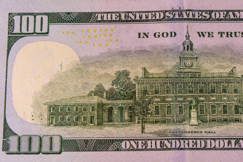 Зала независимости на задней стороне 100 долларов счета стоковые изображения