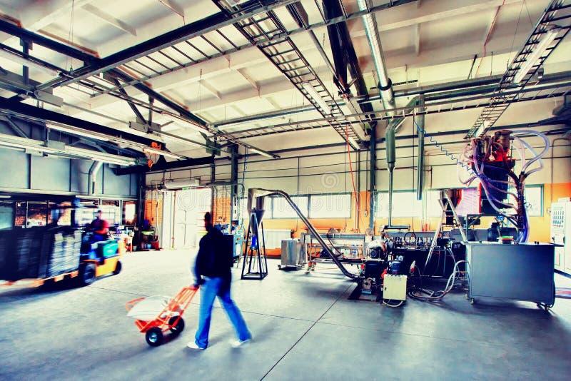 Зала продукции с машинами стоковое фото rf