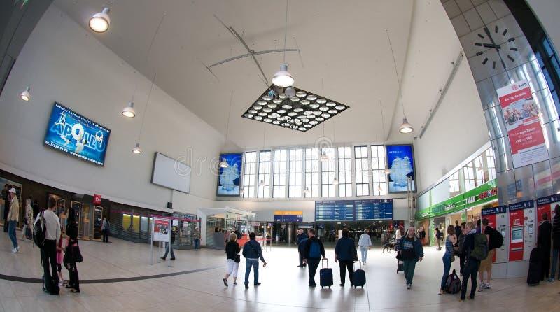 Зала станции - центральная станция Дюссельдорф стоковая фотография rf