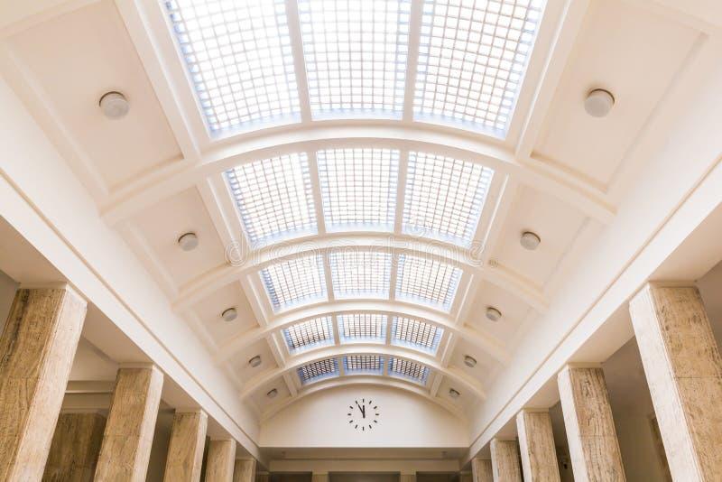 зала стекла часов потолка стоковое фото rf