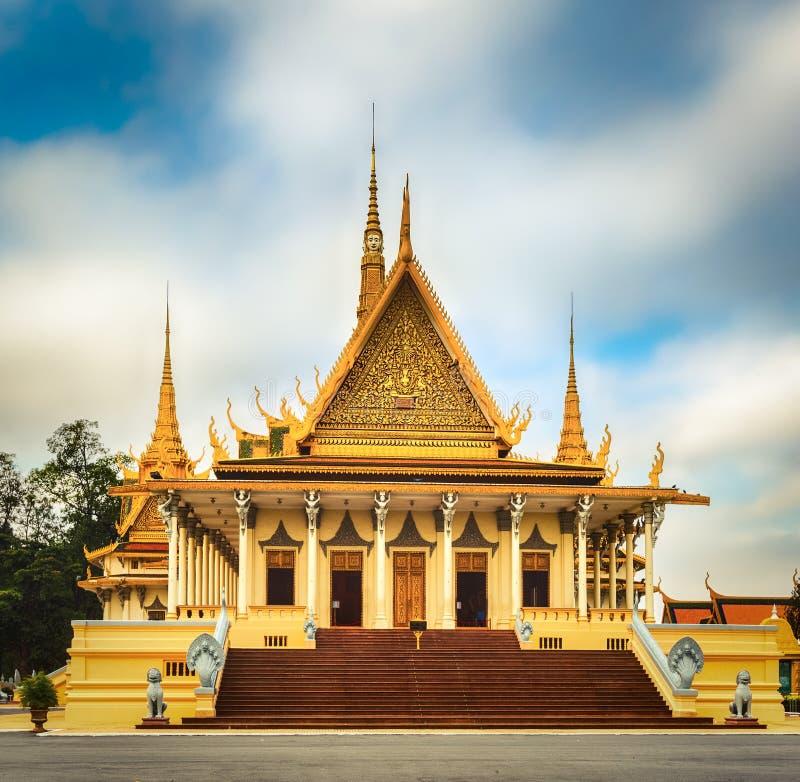 Зала трона внутри королевского дворца в Пномпень, Камбодже стоковое фото