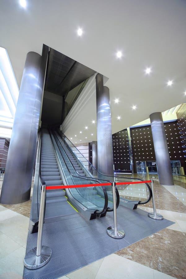 зала эскалатора барьера закрытая которая стоковое фото