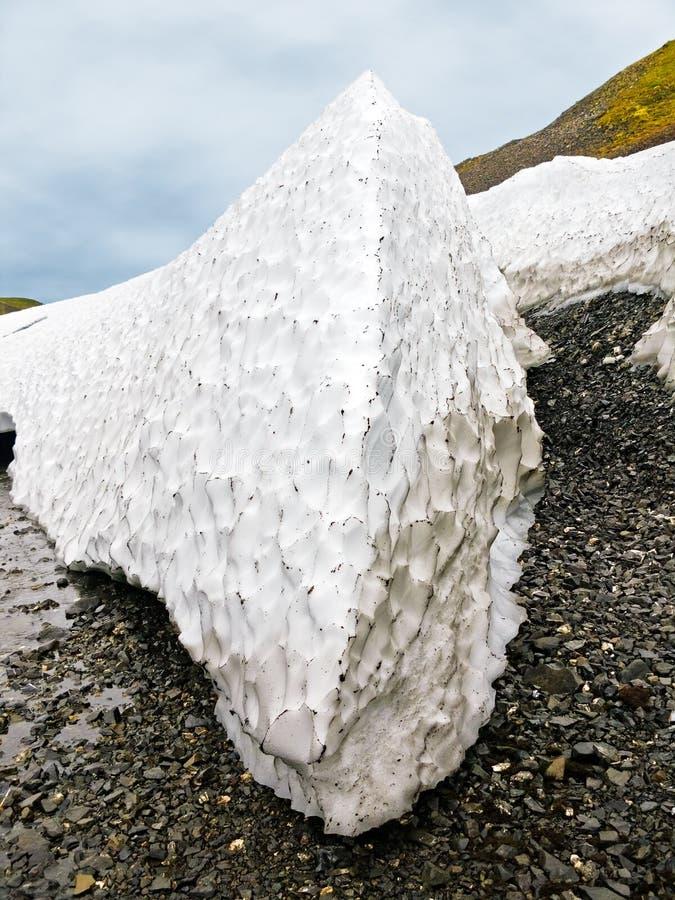 Залеми снежка детритовые в лете на новой земле стоковые изображения