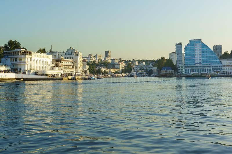 Залив артиллерии, город легендарного героя зодчество красивейшее стоковое изображение
