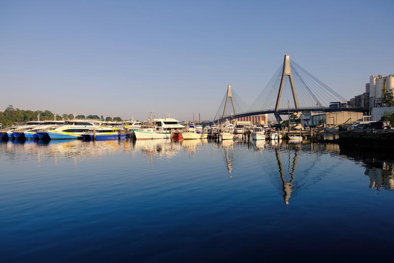 Залив Blackwattle и мост Anzac, гавань Сиднея, Австралия стоковое фото