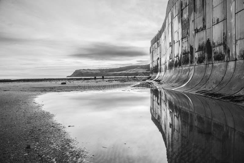 Залив ` s Робина Гуда, пляж и отражение стоковые изображения rf