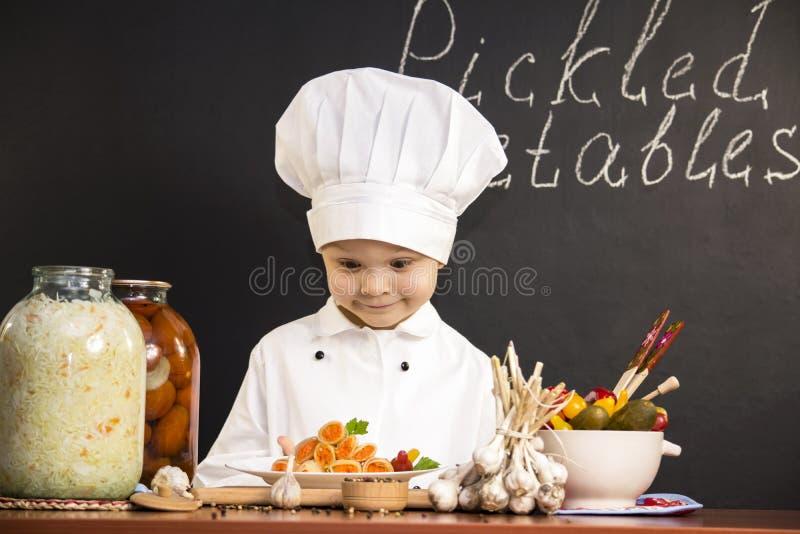Замаринованная капуста заполненная с морковами стоковая фотография rf
