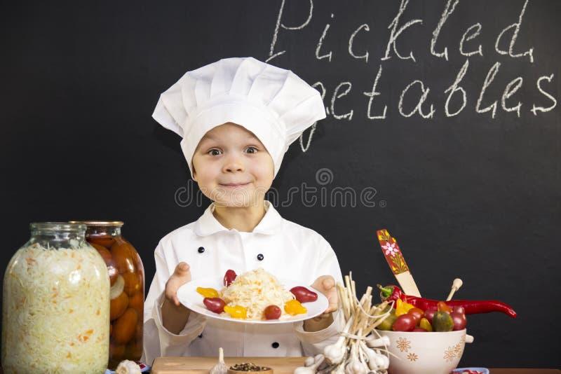 Замаринованные капуста и томаты стоковая фотография