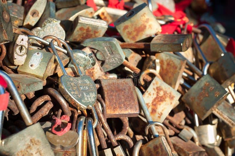 Замки влюбленности на горе Taishan, Китае стоковые фотографии rf