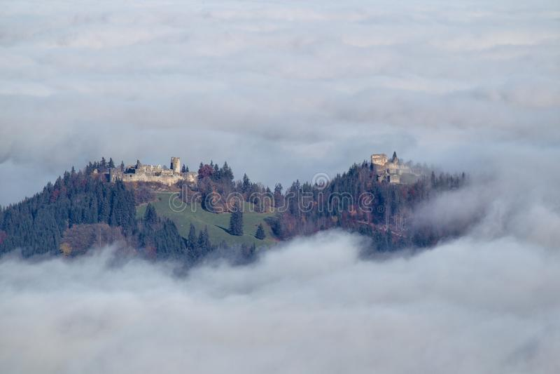 Замок губит Hohenfreyberg и Айзенберга стоковые фотографии rf