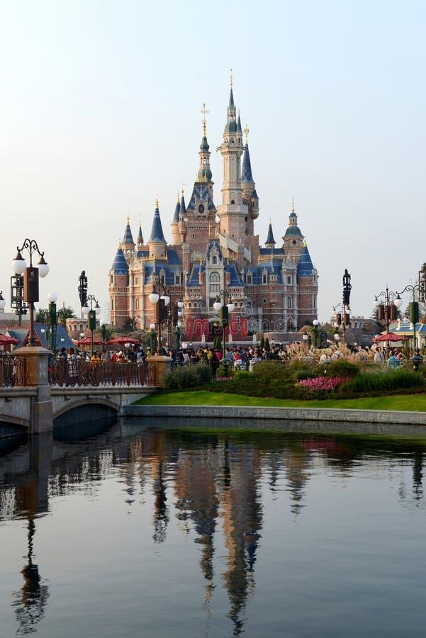 Замок Дисней в Шанхае стоковые изображения rf