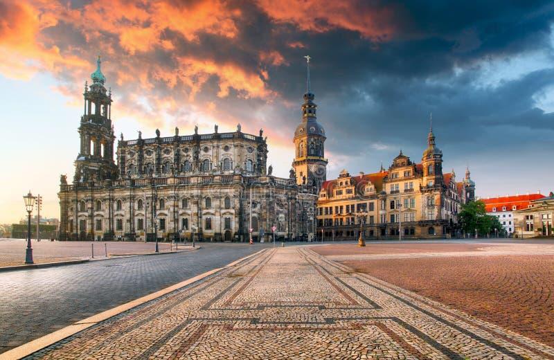 Замок Дрездена или королевский дворец к ноча, Саксония, Германия стоковое изображение