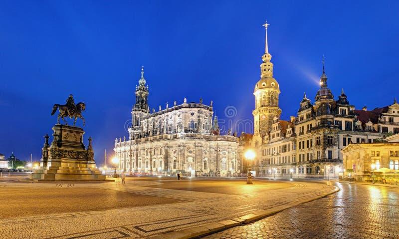 Замок Дрездена или королевский дворец к ночь, Саксония, Германия стоковые фотографии rf