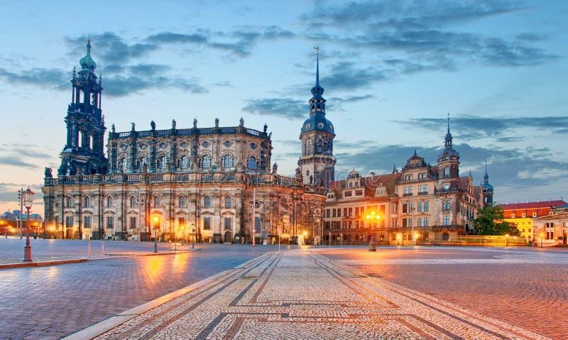 Замок Дрездена или королевский дворец к ноча, Саксония, Германия стоковое изображение rf