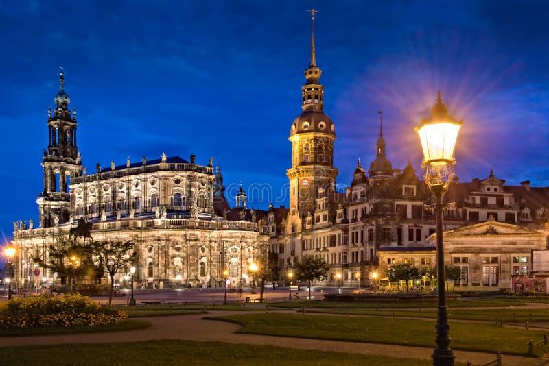 Замок Дрездена или королевский дворец к ноча, Саксония стоковые фотографии rf