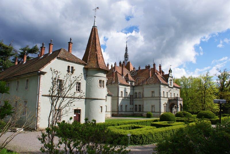 Замок звероловства отсчета Schonborn в Carpaty стоковые фотографии rf