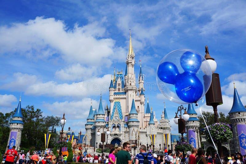 Замок Золушкы с баллоном мыши Mickey стоковые изображения rf
