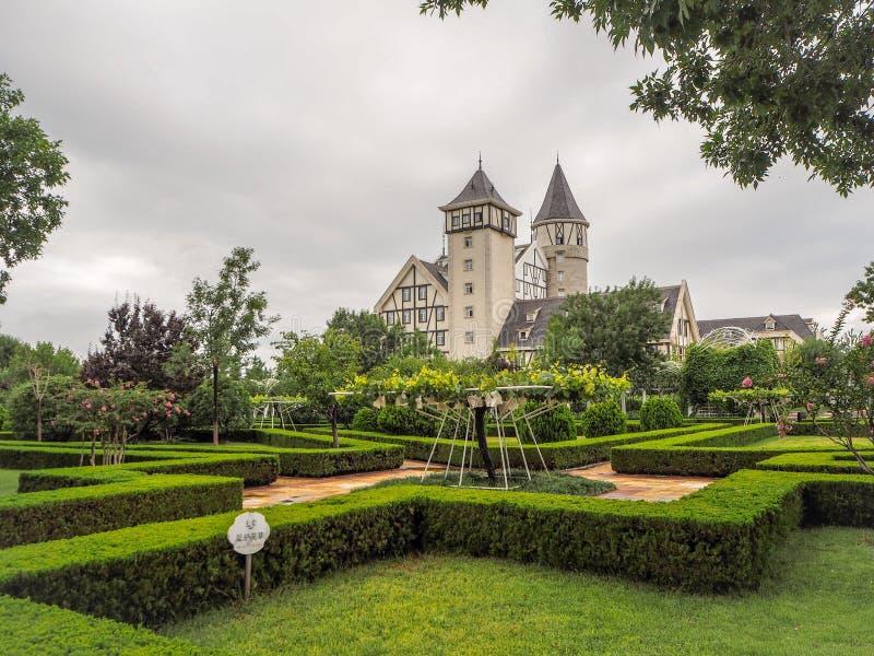 Замок и виноградники известного китайского бренда Changyu вина, самого большого производителя в Китае стоковые изображения