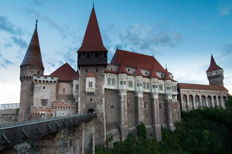Замок и Дракула Hunedoara стоковая фотография