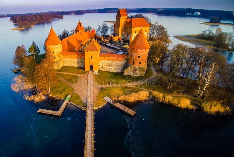 Замок и озеро стоковое изображение