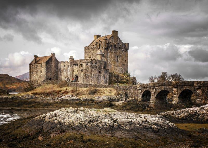 Замок Кайл Eilean Donnan Lochalsh Шотландии стоковые изображения rf