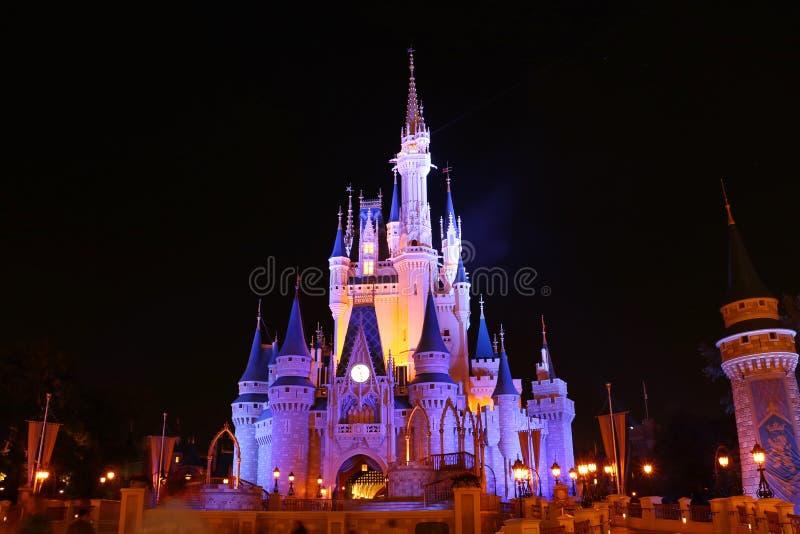 Замок королевства Disneyworld волшебный стоковая фотография