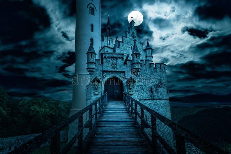 Замок Лихтенштейн ночью, Германия стоковое изображение rf