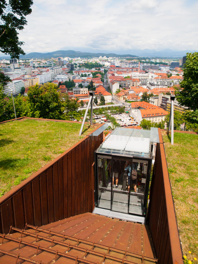 Замок Любляны фуникулярный стоковая фотография rf