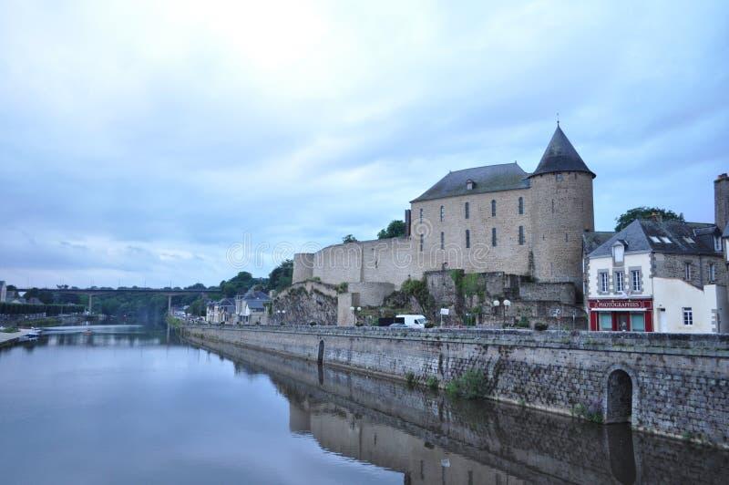 Замок Майенна и река, Франция стоковая фотография