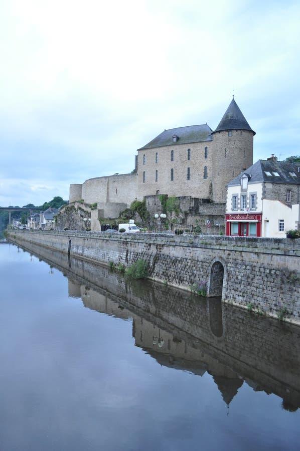 Замок Майенна и река, Франция стоковое фото rf